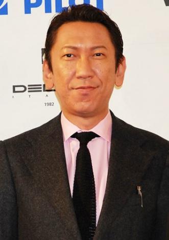 『万年筆ベストコーディネイト賞2011』を受賞した布袋寅泰 (C)ORICON DD inc.