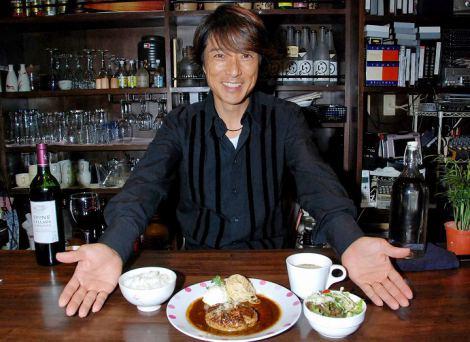 ハンバーグ&ライブBAR『Cafe de Arther』をプロデュースした黒田アーサー (C)ORICON DD inc.