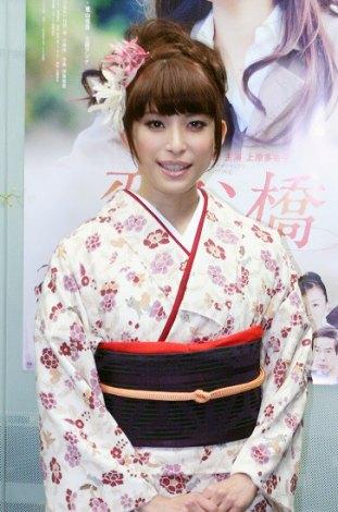 初主演映画『恋谷橋』の公開初日舞台あいさつに登場した、SPEEDの上原多香子 (C)ORICON DD inc.