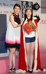 武井咲(左)と妹キャラに選ばれた大阪府出身の14歳・小芝風花さん (C)ORICON DD inc.