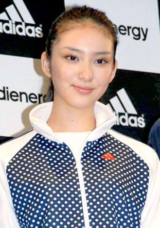 スポーティな髪型の武井咲さん