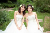 ウエディングドレス姿を披露した(左から)中村仁美アナウンサー、中野美奈子アナウンサー (C)フジテレビ