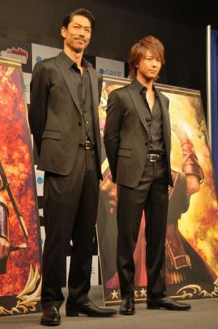 GREEのソーシャルゲーム『聖戦ケルベロス』新CM発表会に出席した(左から)EXILE・AKIRA、TAKAHIRO (C)ORICON DD inc.