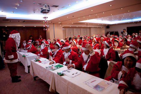 「サンタクロースアカデミー」講座を受講した78人のサンタクロース