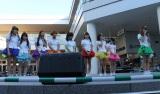 ぱすぽ☆を30日のライブをもって卒業すると発表した佐久間夏帆(右端)と涙ぐむメンバー