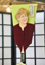2011年の『変わり羽子板』10点お披露目 ※写真は、アンゲラ・ドロテア・メルケル第8第ドイツ連邦共和国首相 (C)ORICON DD inc.