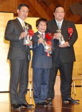 2011年『ゆうもあ大賞』表彰式に出席した(左から)佐々木則夫監督、尾木直樹氏、魁皇 (C)ORICON DD inc.