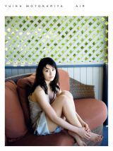 本仮屋ユイカが、初の下着姿でセクシーカットを披露した写真集『air』(ワニブックス刊)