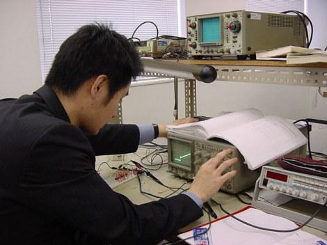 日本国内のエンジニアにキャリア感や就業感についての調査を実施した結果、『海外で働いてみたいか』という設問では、20代は51.0%が「働いてみたい」と回答