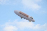 受験生への応援メッセージ約500通をのせ新木場〜お台場海浜公園周辺上空を飛んだ「サクラサク飛行船」