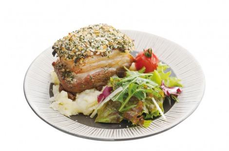 『えひめカフェ』プロジェクトの旗艦店「dining cafe HOME」で提供される『愛媛甘とろ豚の煮込み香草パン粉焼き 』