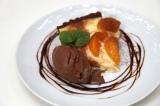 『えひめカフェ』プロジェクトの旗艦店「dining cafe HOME」で提供される『愛媛みかんのタルトチョコレートアイス添え』