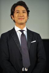 沖縄で行われた『劇場版テンペスト3D』の舞台挨拶に登壇した谷原章介