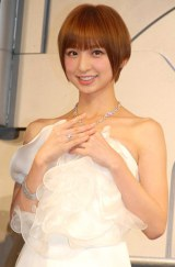 総額3億5000万円のジュエリーとSexyなドレス姿で魅了した、AKB48・篠田麻里子 (C)ORICON DD inc.