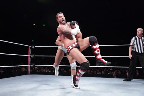 CMパンクvsアルベルト・デル・リオ=昨年の横浜アリーナ公演の模様 (C)2012 WWE, Inc.  All Rights Reserved.