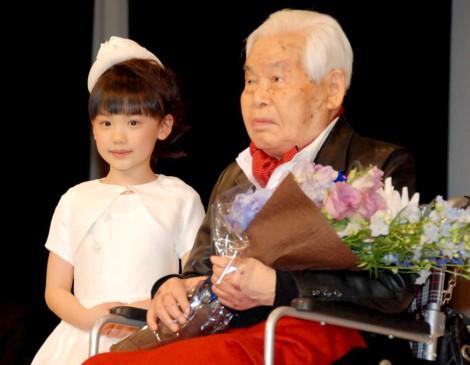 『第54回ブルーリボン賞』授賞式に出席した芦田愛菜と新藤兼人監督 (C)ORICON DD inc.