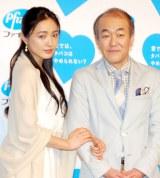(左から)仲間由紀恵、温水洋一 (C)ORICON DD inc.