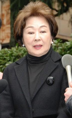 淡島千景さん告別式に参列した司葉子