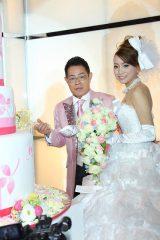 ラブラブケーキカット 加藤茶&綾菜夫人の結婚披露宴の様子
