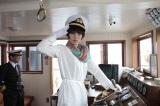 『びわ湖開き』では恒例となったNHK朝ドラ出演者による1日船長、今年は川崎亜沙美が任命された(観光船の操舵室にて)(C)NHK
