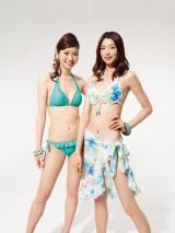 2012年旭化成グループキャンペーンモデルに起用された(左から)鹿児島市出身のモデル・池田沙絵美(21)、中国河北省出身の胡楠(フウ・ナン、21)