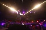 """主題歌に起用されたロックバンド・シドのライブに""""リアル貞子""""が登場"""