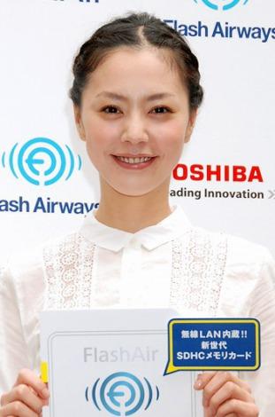 無線LAN機能搭載SDメモリカード『FlashAir』発売記念イベントに出席した浅見れいな (C)ORICON DD inc.