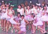 AKB過去最多の36人で新曲「真夏のSounds good !」を初披露 (C)ORICON DD inc.