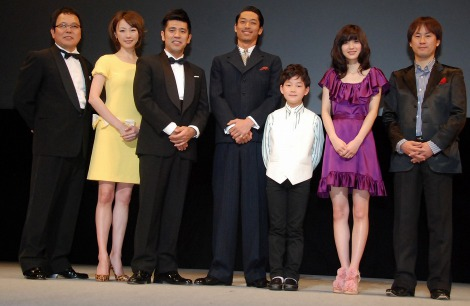 (左から)ほんこん、ちすん、ゴリ、AKIRA、林遼威、逢沢りな、岡本浩一監督 (C)ORICON DD inc.