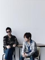 4月から7ヶ月ぶりに活動を再開したことを発表したコブクロ(左から黒田俊介、小渕健太郎)