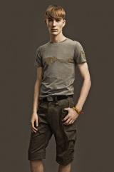 「STRICT-G」バンダイオリジナル商品(Tシャツ1万290円、カーゴショーツ1万8900円)(C)創通・サンライズ