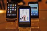 ロック解除時とメーラー起動時に広告を表示(中央)。電話は通話アプリを利用する