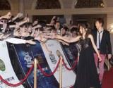 『チャンネルV チャイニーズ・ミュージック・アワード』授賞式でファンと触れ合う倉木麻衣