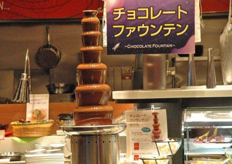 19日オープンの『ダイバーシティ東京プラザ』に登場する新業態店舗、ブッフェレストラン「アポロ」にはチョコレートファウンテンも用意 (C)ORICON DD inc.