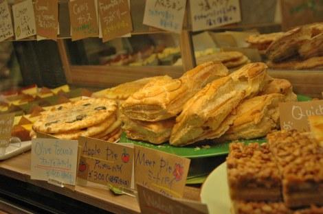 19日にオープンする『ダイバーシティ東京プラザ』に登場、日本初出店の「ホノルルコーヒー」 では軽食類も豊富に用意(C)ORICON DD inc.
