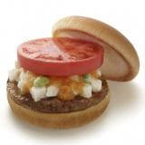 モスバーガーが24日より数量限定で発売する塩こうじを使ったハンバーガー『塩糀バーガー雅 長芋&かんずりソース仕立て』