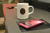 充電切れの心配を払拭! タリーズコーヒーなどの店舗で、無接点充電パッド『チャージパッド』が導入へ