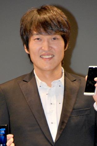 ソフトバンク・ウィルコム新商品発表会に出席した千原ジュニア (C)ORICON DD inc.