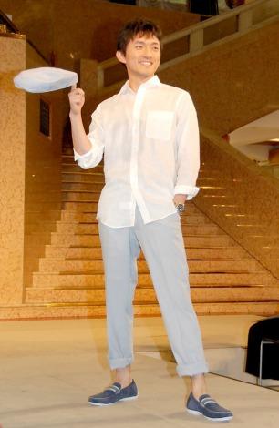 『SUPER COOLBIZ2012』のファッションショーに登場したテレビ朝日の小松靖アナウンサー (C)ORICON DD inc.