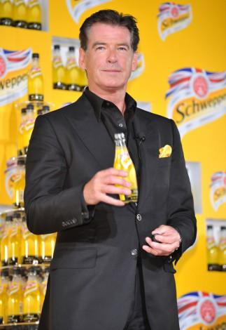 炭酸飲料『シュウェップス ブリティッシュ レモントニック』新製品発表会に出席したピアース・ブロスナン