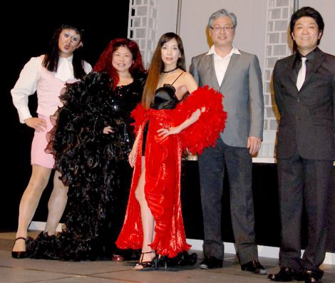 ミュージカル『TOGETHER』の公開ゲネプロを行った(左から)KAZZ、浦嶋りんこ、川島なお美、上條恒、伊藤俊彦 (C)ORICON DD inc.
