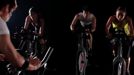 米・ニューヨークで人気のインドアサイクル専門スタジオ『FEEL CYCLE』が銀座にオープン ※画像はレッスンイメージ