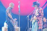 ロックバンド・RIZEのギター&ボーカルでもある息子、JESSE(左)と親子セッション披露したChar (C)ORICON DD inc.