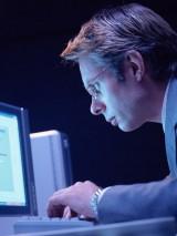 """肩こりの一因とされている""""TCH(歯を接触させるクセ)""""は、パソコン作業など何かに集中している時に無意識に行なっているという…"""