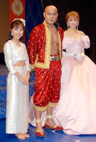 ミュージカル『王様と私』の会見に出席した(左から)はいだしょうこ、松平健、紫吹淳 (C)ORICON DD inc.