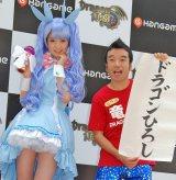 オンラインゲーム『Dragon Nest』のAR広告お披露目イベントに出席した道重さゆみ(左)と猫ひろし (C)ORICON DD inc.