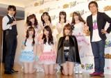 KYORAKUのイメージキャラクター『ゼブラエンジェル』リニューアル発表会に出席した平成ノブシコブシ(左:吉村崇、右:徳井健太)とSKE48から選抜されたゼブラエンジェル (C)ORICON DD inc.