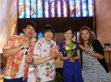『ナイトinナイト 雨上がりの「やまとナゼ?しこ」』のハワイロケで訪れた教会は加藤明子アナ(右から2人目)が結婚式を挙げる教会だった!(C)ABC