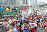 『東京マラソン』前回大会(2012年2月26日開催)スタート時の様子 (C)ORICON DD in