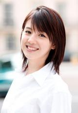 フジテレビ系ドラマ『私と彼とおしゃべりクルマ』に主演する桜庭ななみ